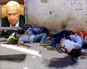 Ariel Sharon en médaiillon et une vue du massacre de Sabra et Chatila en septembre 1982 au Liban